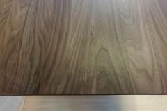 Cubus egyedi étkező és tárgyalóasztal amerikai dió lappal, acél lábbal