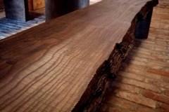 rusztikus-asztal-tömörfa-asztal-öreg-fa-asztal-pad-natur-fa-asztal-uszadékfa-gerenda-asztal-4.jpg2