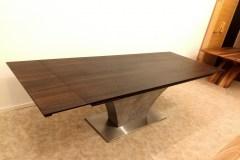 highland_asztal_tárgyalóasztal_étkezőasztal_nyitható_bővíthető_asztalok_fa_beton_acél_