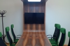 egyedi tárgyaló asztal