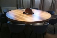 Egyedi kerek tárgyaló asztal