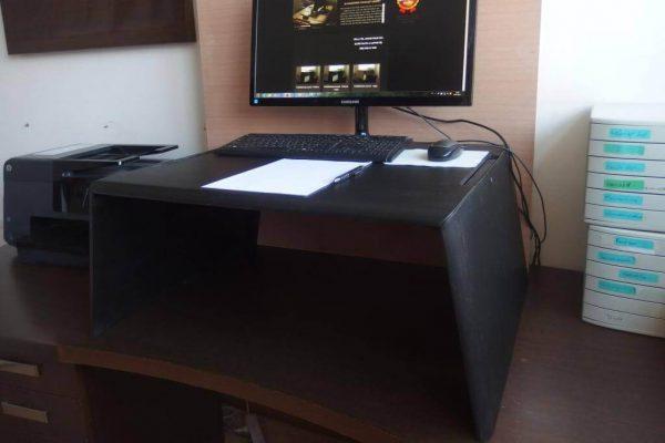 Egyedi emelhető PC + papírmunkához, fekete nyírfa (extra nagy) asztal